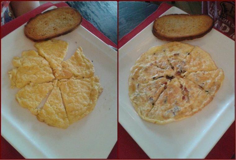 As omeletes diliça. À esquerda, a que dividi com minha mãe, de queijo, e à direita, a de bacon, do Raphael (que também tava gostosa e com muito bacon, eu sei, eu provei. hihi).